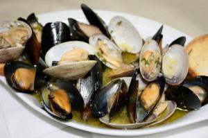 Двустворчатые моллюски, вареные яйца, национальная кухня, любимая еда, по вкусу, жареный верблюд