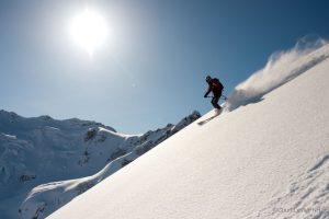 Спуск с горной вершины