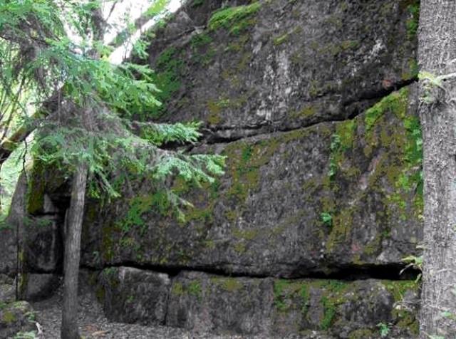 Каменный монолит