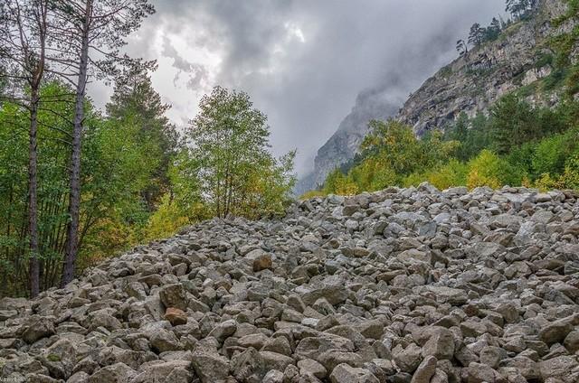 Каменистые скалы